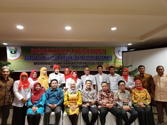 Pengukuhan Pengurusan Dewan Pimpinan Daerah Asosiasi Mediator H I Periode 2018 - 2021