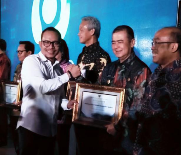 Penghargaan dr Kemnaker Bidang HI